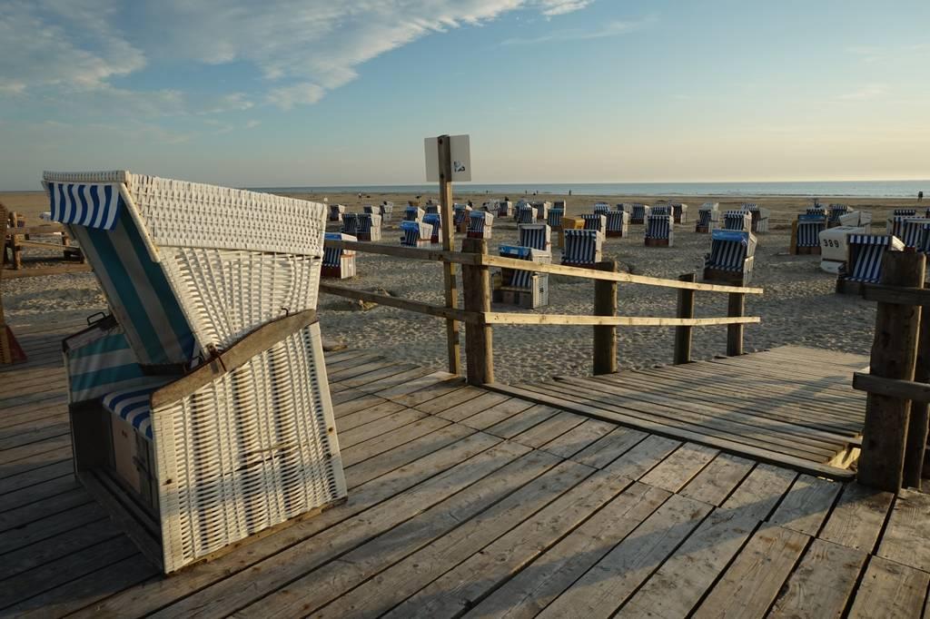 St. Peter-Ording Ferienwohnung Hund: Strandkörbe und Meer